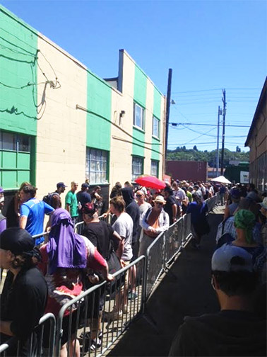 cannabis-city-waiting-in-line